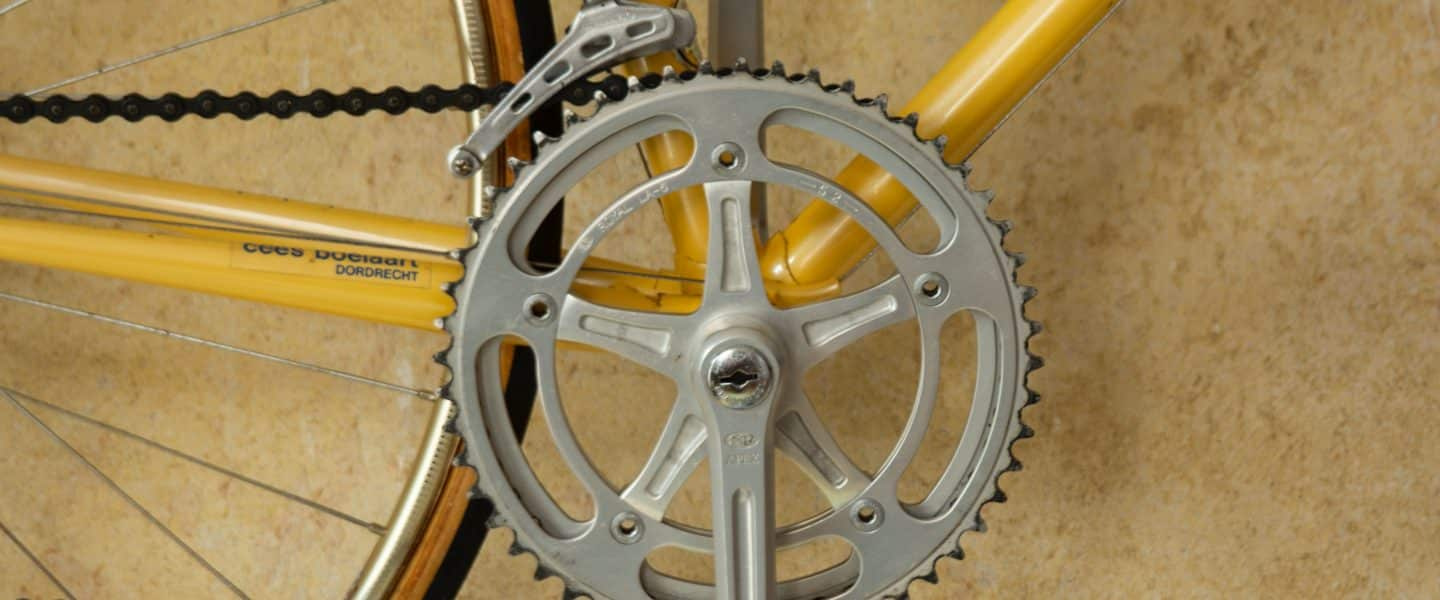 yellow bicycle with grey pedal sprocket